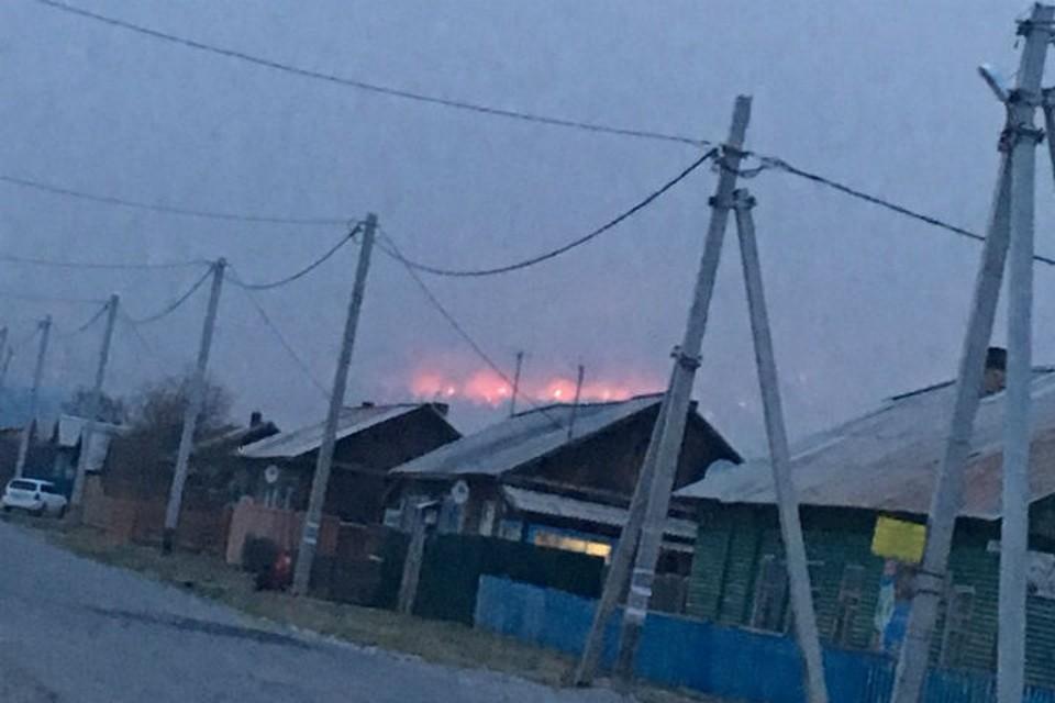 Лесной пожар отошел от поселка Большое Голоустное на Байкале. Фото: очевидцы