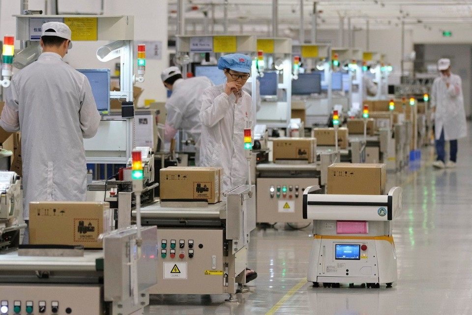 Huawei сокращает производство своей продукции