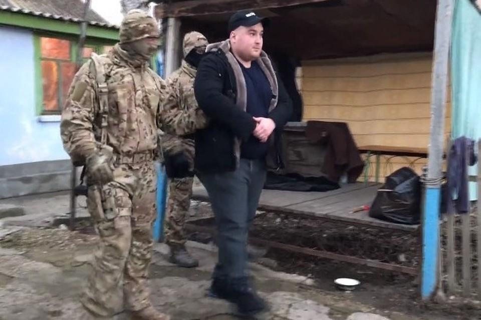 Эдема Кадырова задержали после обыска. Кадр из оперативного видео