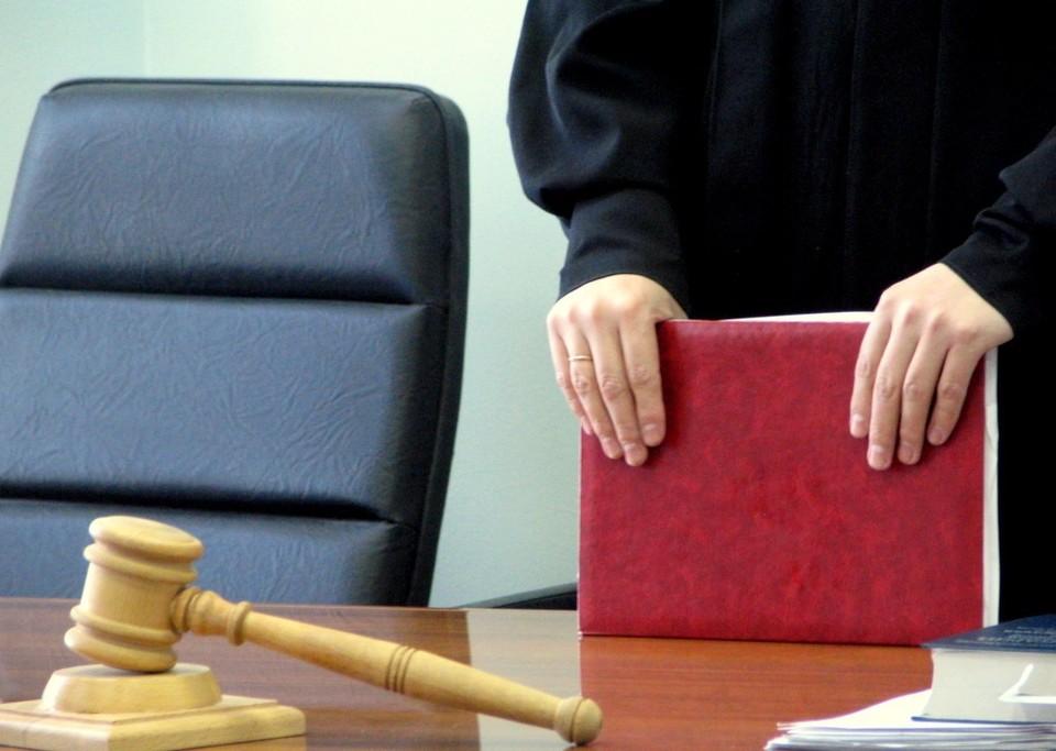 Суд решил, что через год воспитатель поймет, что надо оставить уши детей в покое.