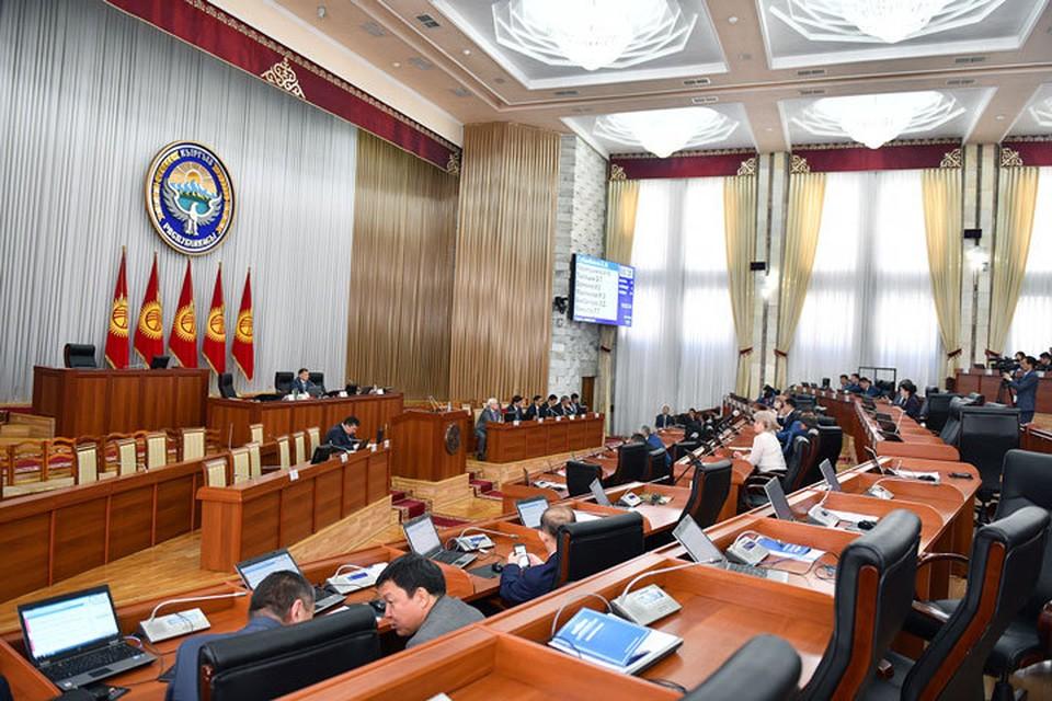 В парламенте потребовали лишить неприкосновенности бывшего главу государства.