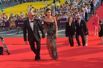 Паулина Андреева произвела фурор прозрачным платьем