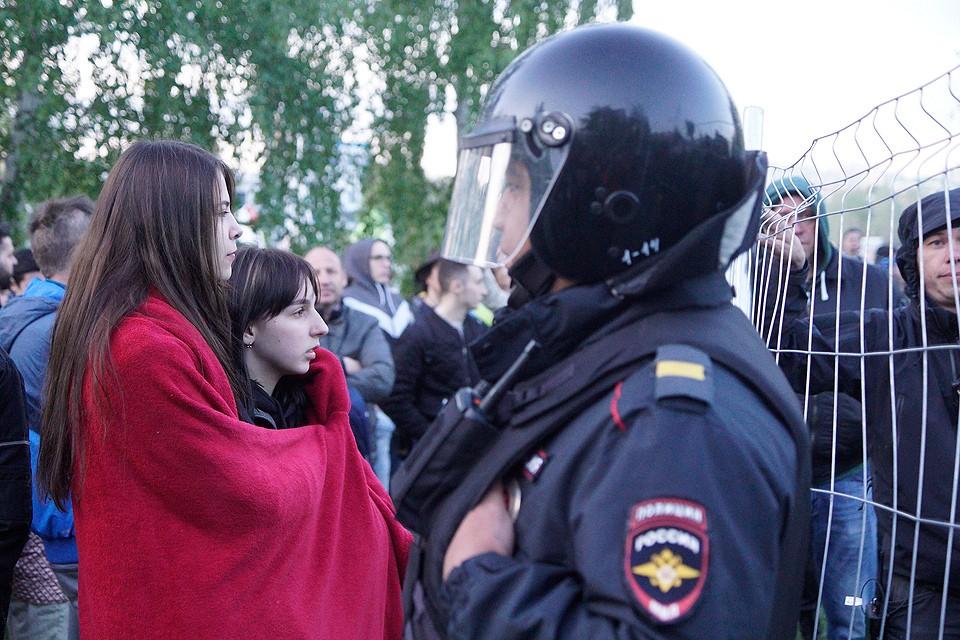 14 мая 2019 г. Во время протестов горожан против строительства храма святой Екатерины на месте сквера у драмтеатра в Екатеринбурге.