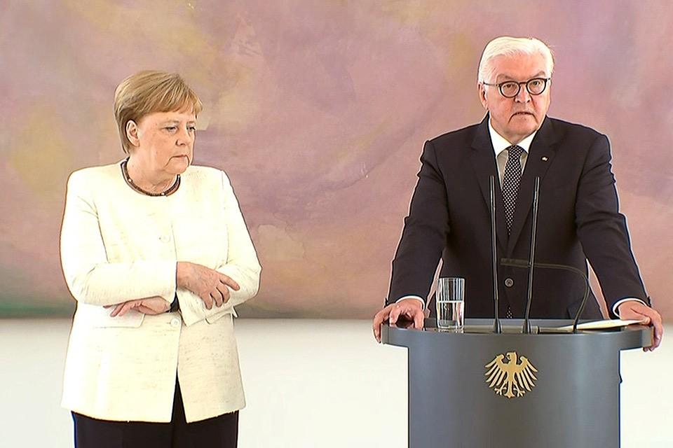 Канцлер Германии Ангела Меркель вновь почувствовала недомогание во время протокольного мероприятия.