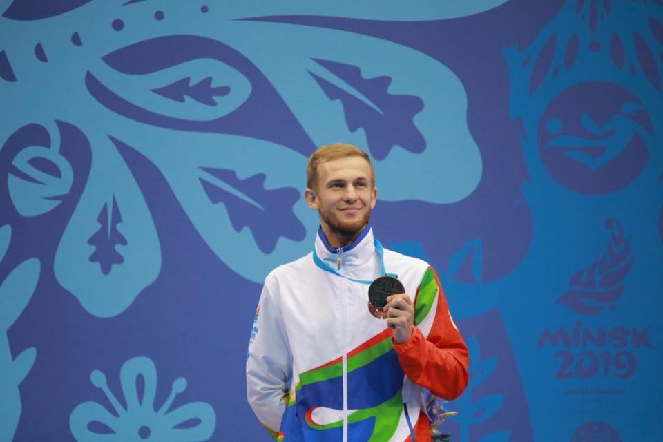 Артем Кравцов с медалью. Фото: noc.by