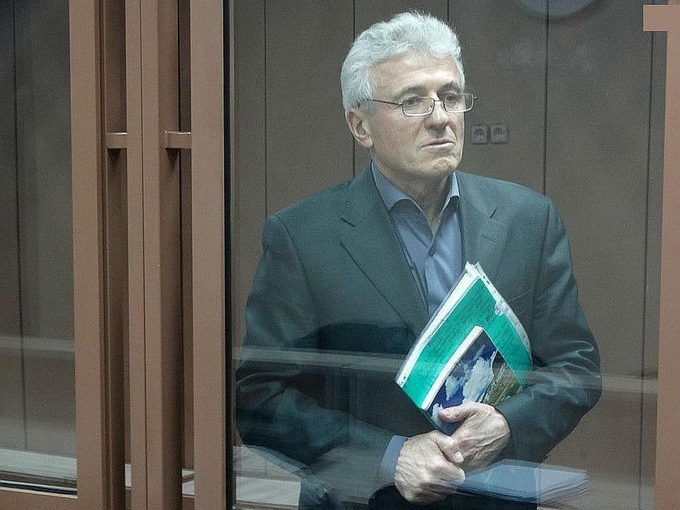 Василий Гончаренко обвиняется в получении взятки в сумме 300 тысяч рублей
