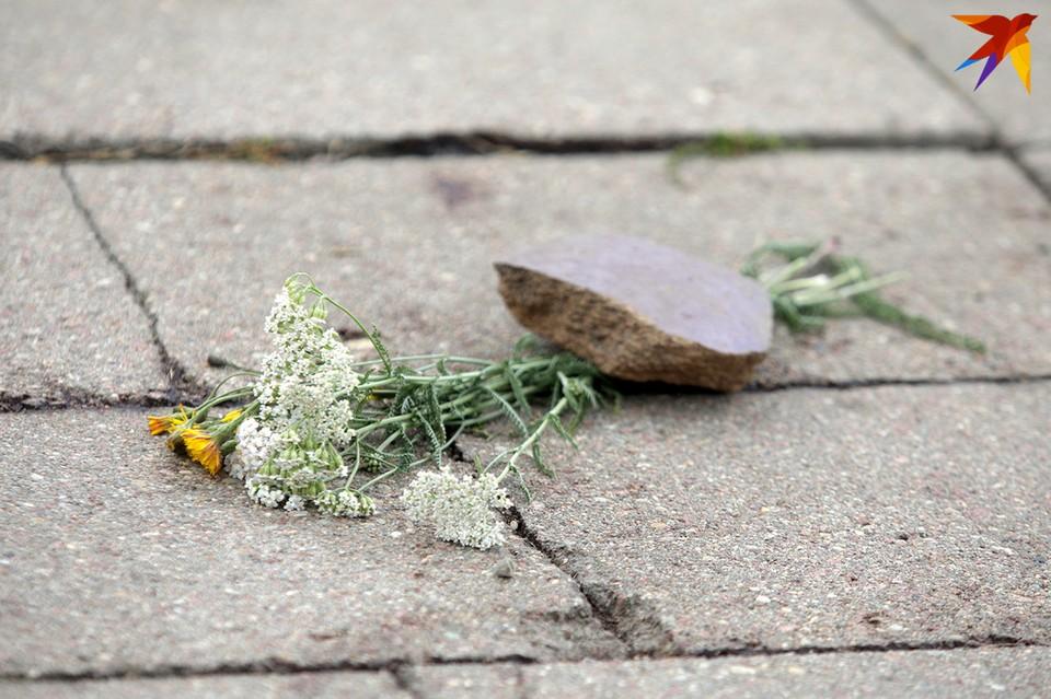 На месте гибели Натальи Николаевны лежат цветы