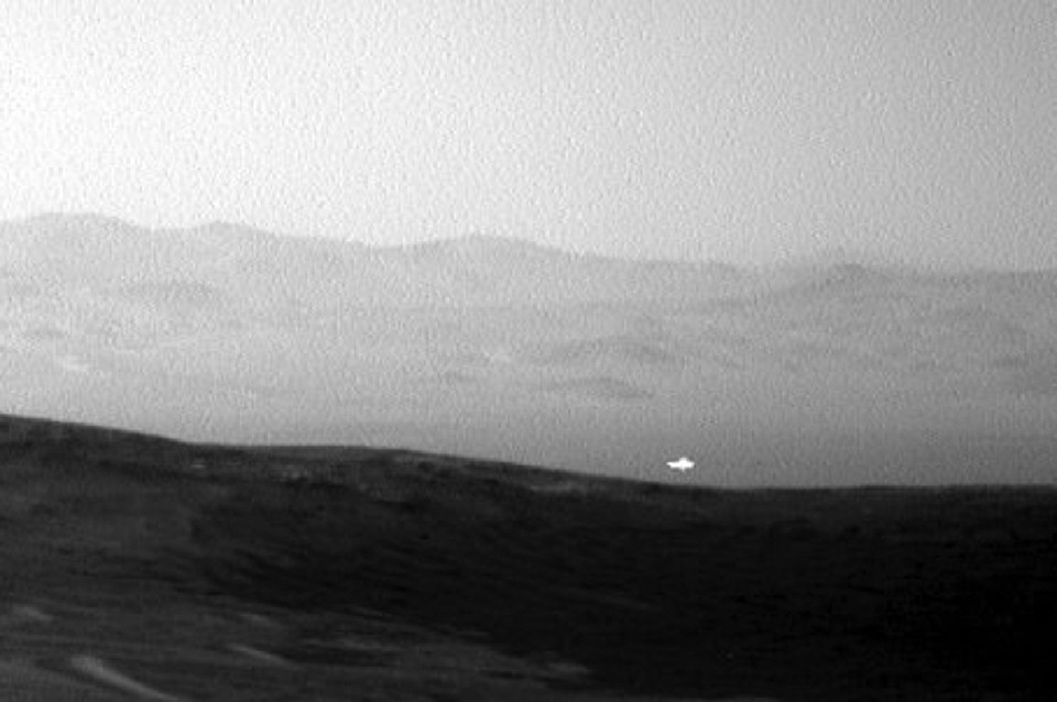 Марсианский огонек белеет одиноко... Что ищет он в краю далеком?