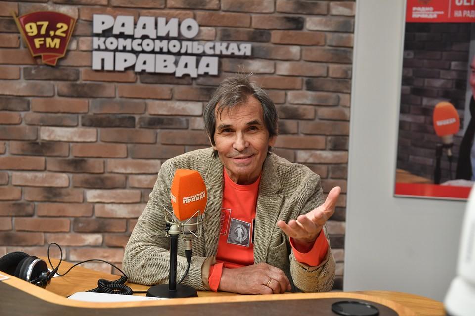 Бари Алибасов вот уже много лет влюблен, как мальчишка, в Лидию Федосееву-Шукшину