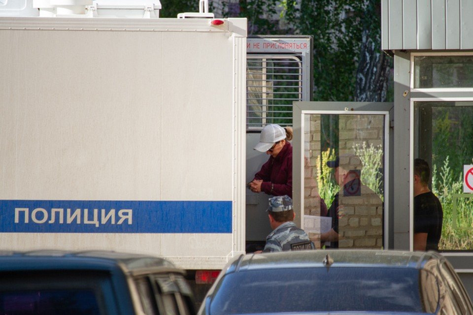 Луизу Хайруллину увезли в СИЗО на автозаке