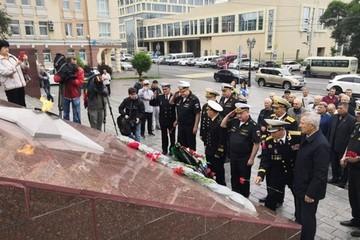 Андреевские флаги приспущены: моряки ТОФ отдали дань памяти боевым товарищам во Владивостоке