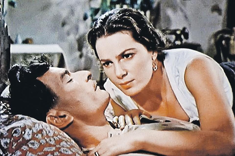 В фильме «Тихий Дон» (1958) Элина Быстрицкая сыграла страстную и волевую красавицу Аксинью. Именно такой - твердой и эмоциональной одновременно - она была и в жизни. Фото: Кадр из фильма