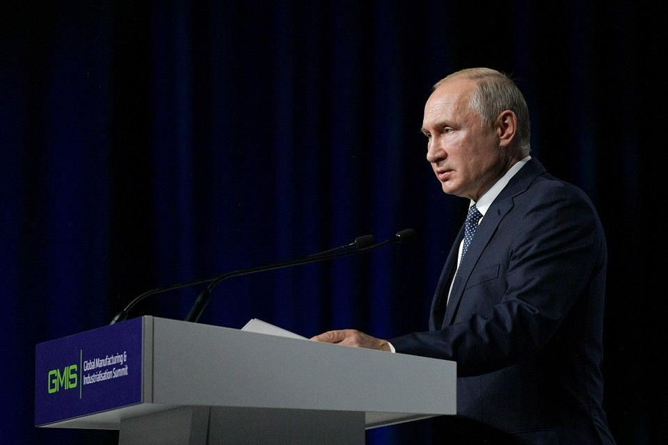 В Екатеринбурге Владимир Путин высказался против каких-либо дополнительных санкций к Тбилиси.
