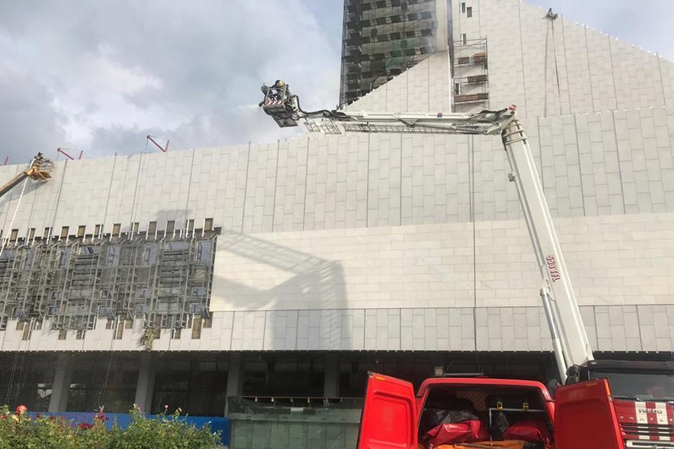 Пожар в музтеатре тушили более ста спасателей.