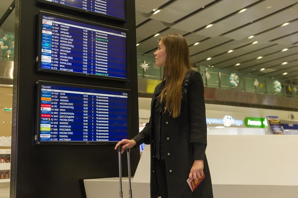 Самолет в Новый Уренгой вернулся в Пулково, покружив полтора часа над Петербургом