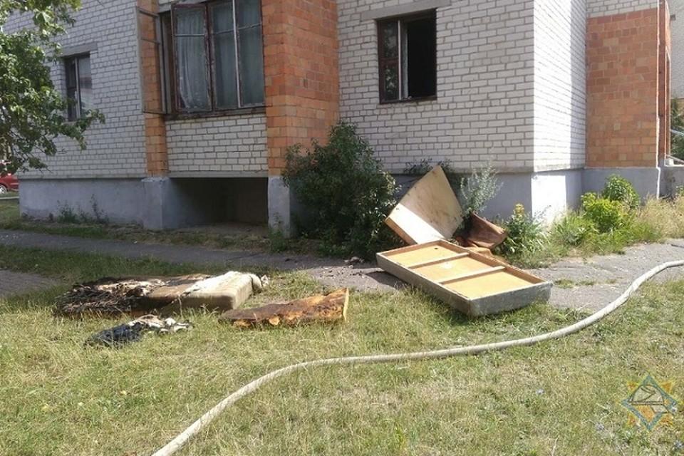 Хозяев сгоревшей квартиры дома не оказалось. Фото: УМЧС Брестской области.