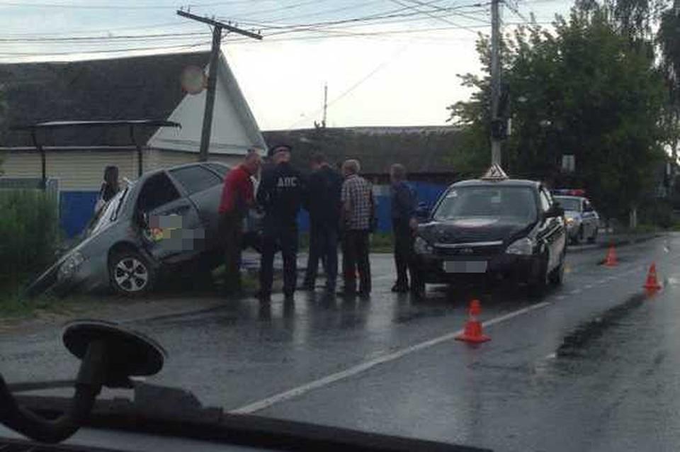 """Что стало причиной аварии будут выяснять полицейские. Фото: vk.com, """"Подслушано Унеча"""""""