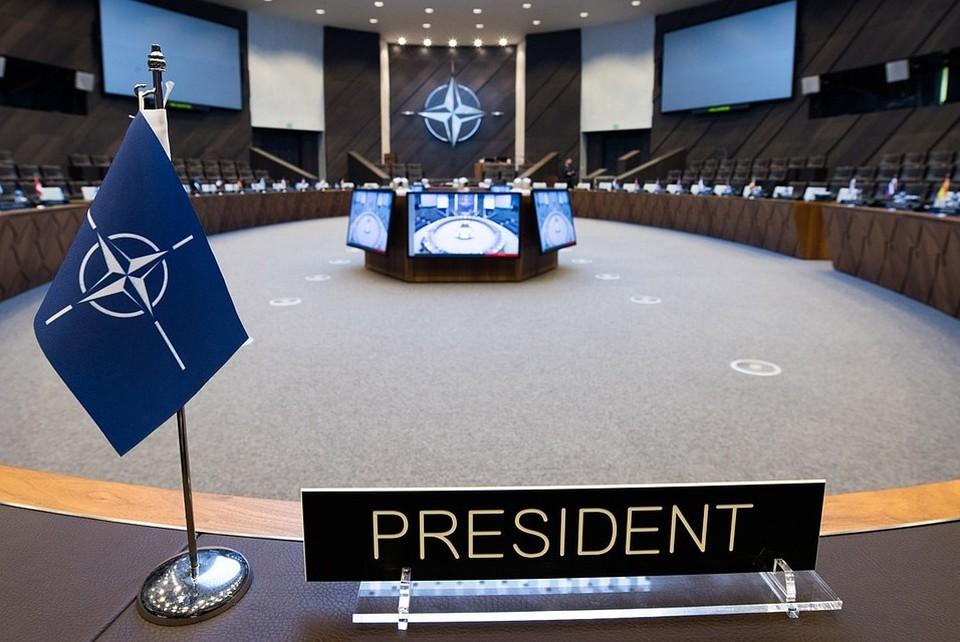НАТО осудило Иран за задержание двух танкеров
