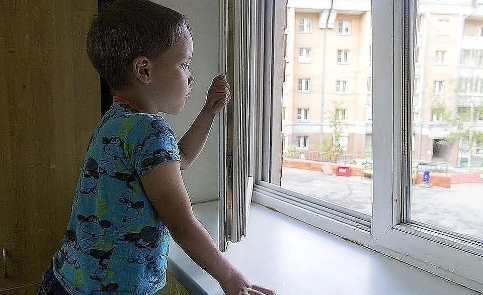 Мама уверяет, что ненадолго отлучилась из комнаты Фото: Юлия ПОЛЫХАЛОВА