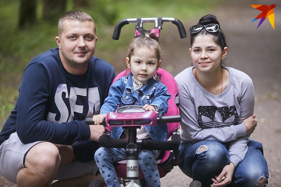 Родители Сашеньки борются за жизнь девочки с ее рождения.