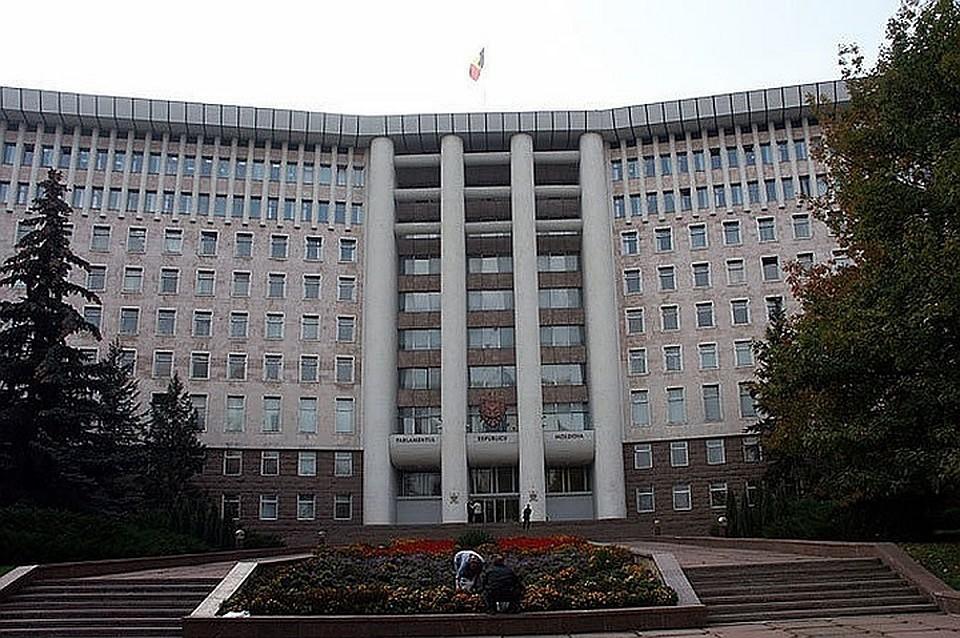 В Молдове парламент будет работать и в августе