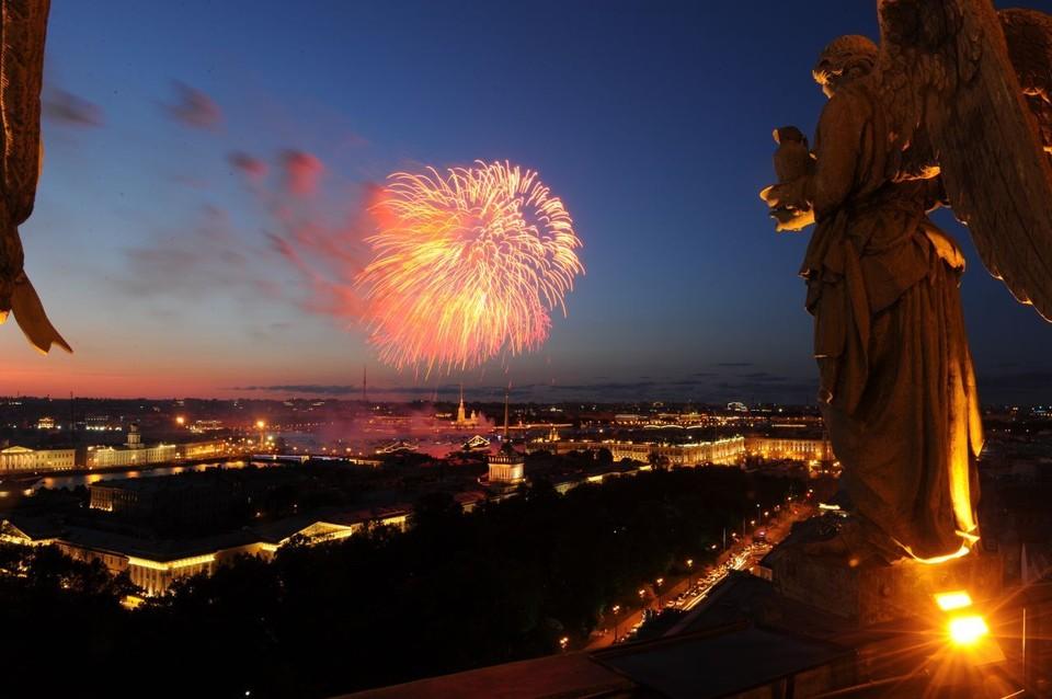 Прямая трансляция салюта на День ВМФ в Санкт-Петербурге 28 июля 2019 года начнется в 22.30.