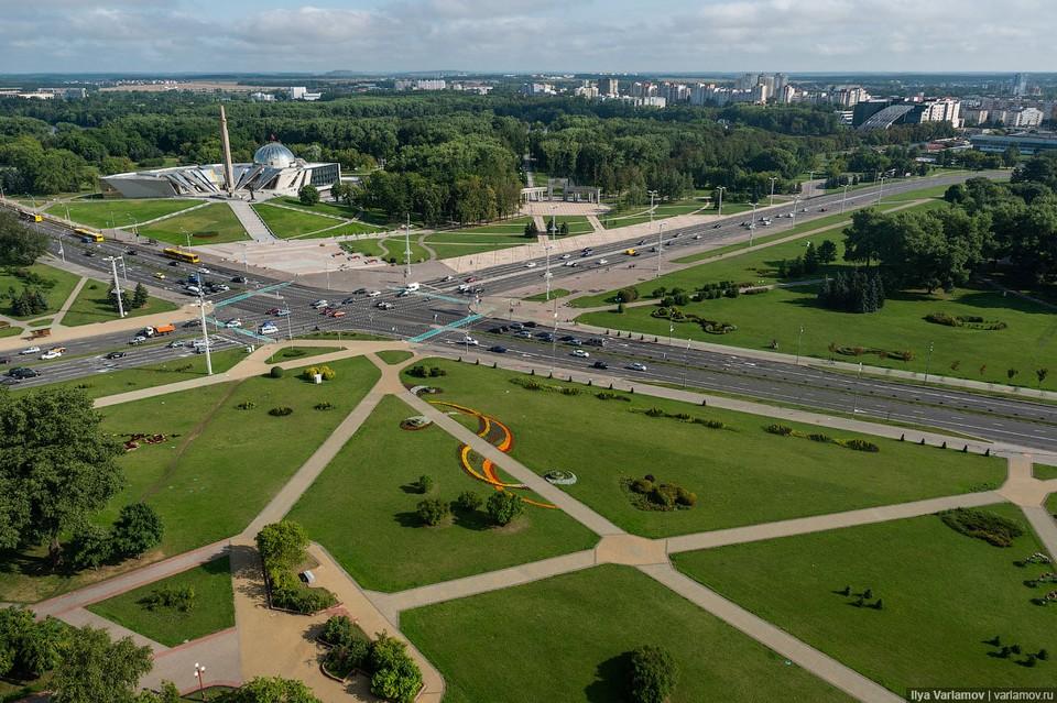 В своем посте известный блогер раскритиковал Минск за неиспользуемые большие пространства, архитектуру, которая не вписывается в общий ансамбль Фото: varlamov.ru