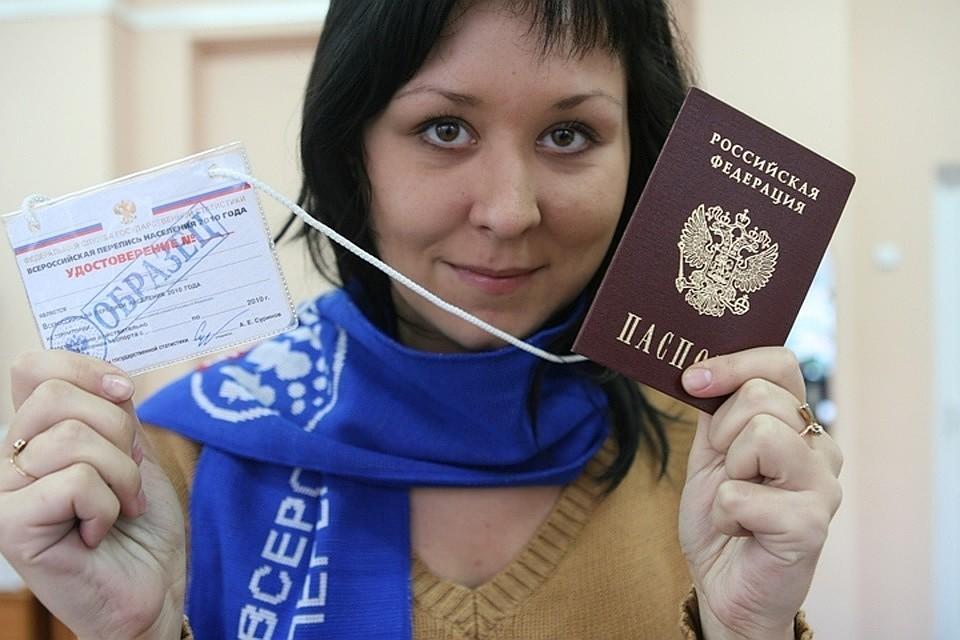 У регистраторов нужно требовать показать удостоверение и паспорт.
