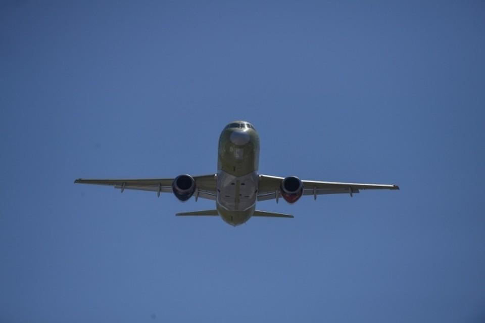 Вылетевший самолет экстренно вернулся в аэропорт Хабаровска из-за неисправности двигателя