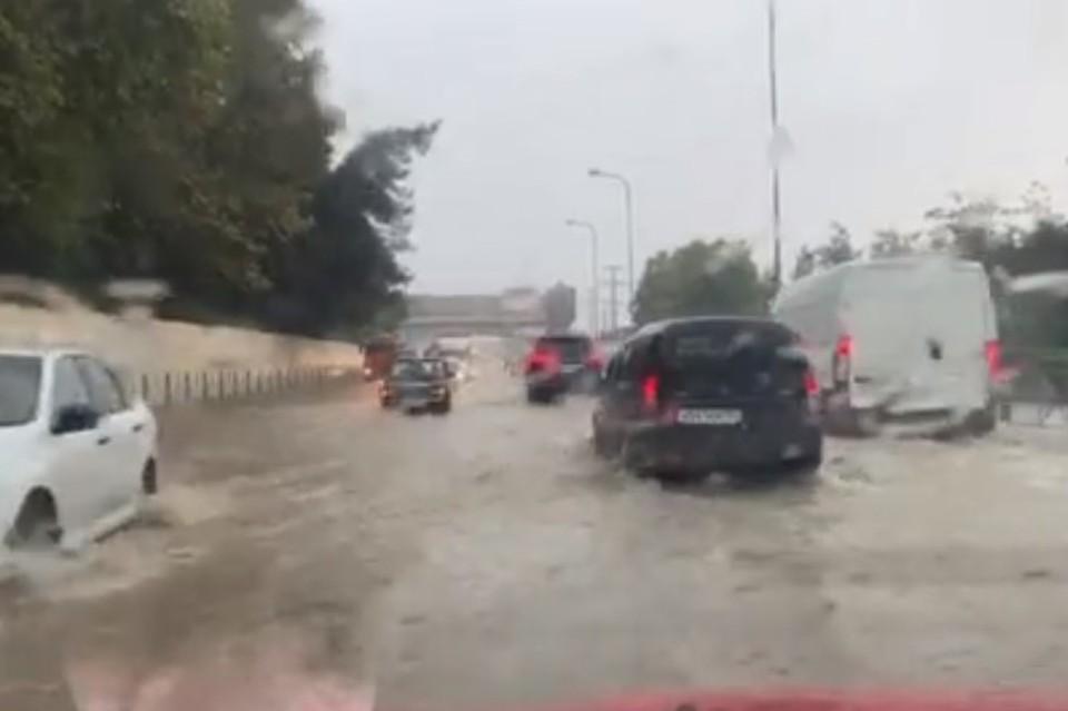 Улицы Сочи затопило утром 17 августа