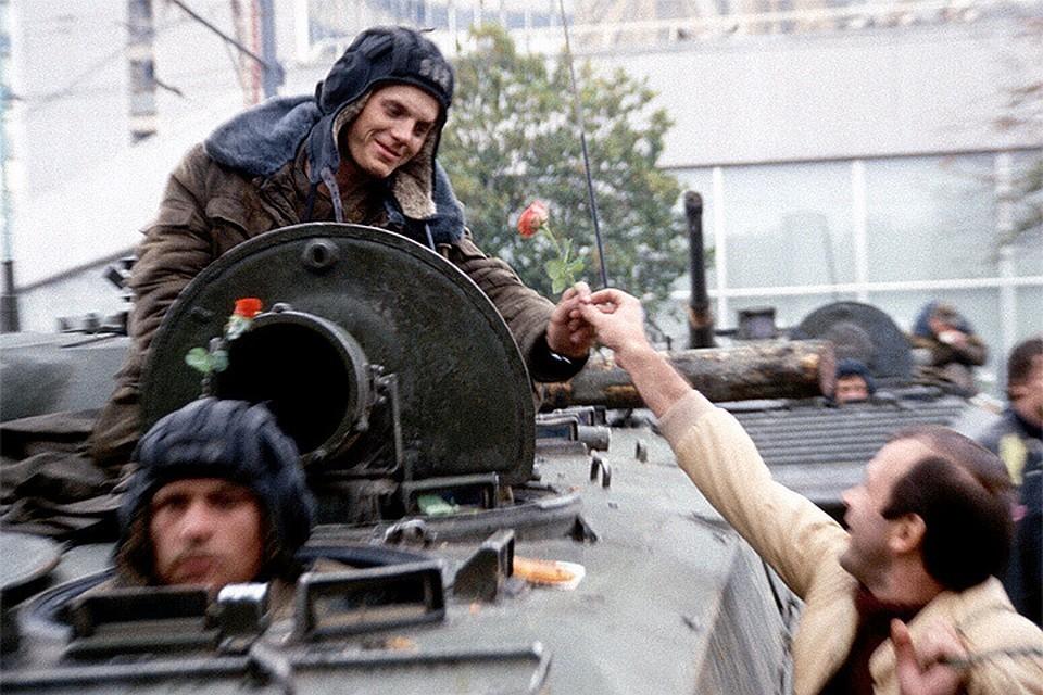 Август 1991 года, попытка организованного ГКЧП путча в Москве провалилась.