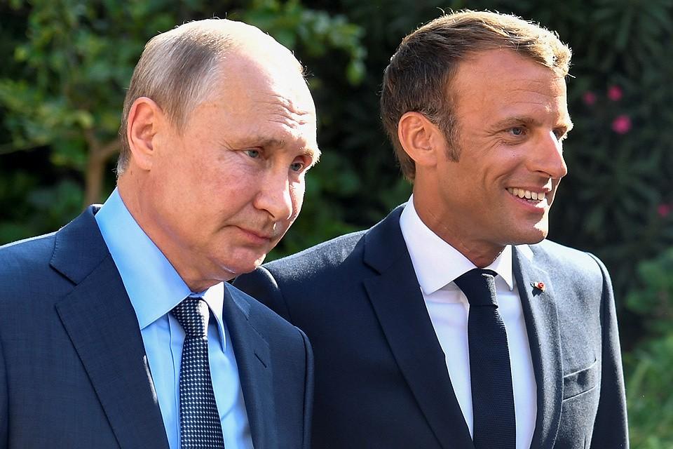 Владимир Путин и Эммануэль Макрон перед началом переговоров, 19 августа 2019 г.