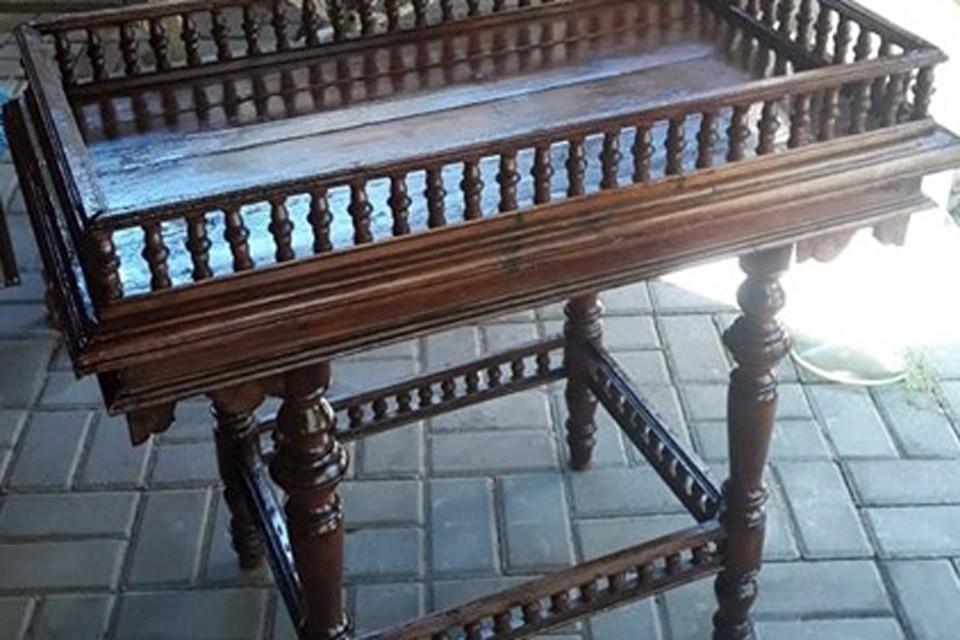 Этот столик, долгое время находился в частных руках