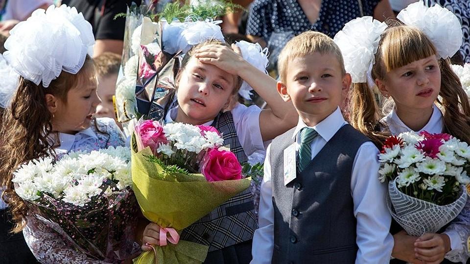 Ура, продлят каникулы: В Молдове учебный год планируют начинать 15 сентября, а до спада жары будет всего по 2-3 урока в день!