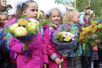 Фоторепортаж: как прошли праздничные линейки в День знаний в школах Ижевска