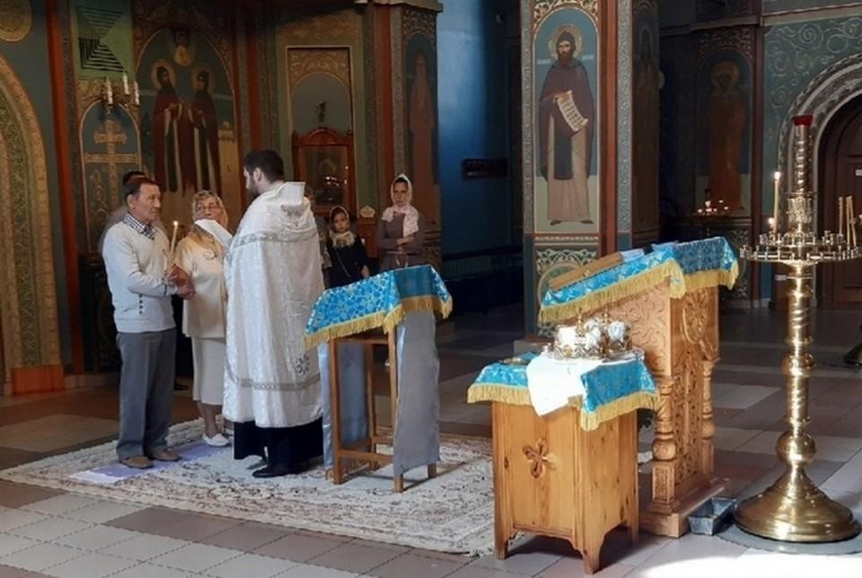 В красноярском храме обвенчали супругов, проживших в браке 60 лет. Фото: пресс-службы Красноярской епархии