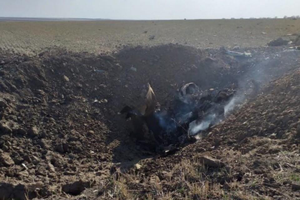 Тела пилотов оказались замурованы в кабине взорвавшегося самолёта. Фото с места ЧП