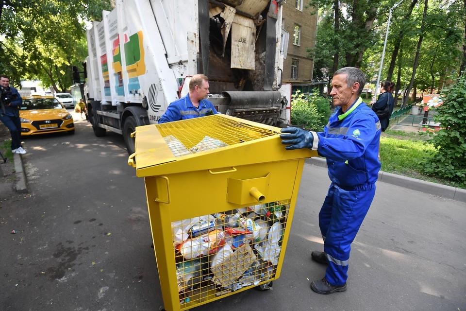 Все в одну кучу?: сыктывкарка увидела, как забирают отходы из баков для раздельного сбора мусора
