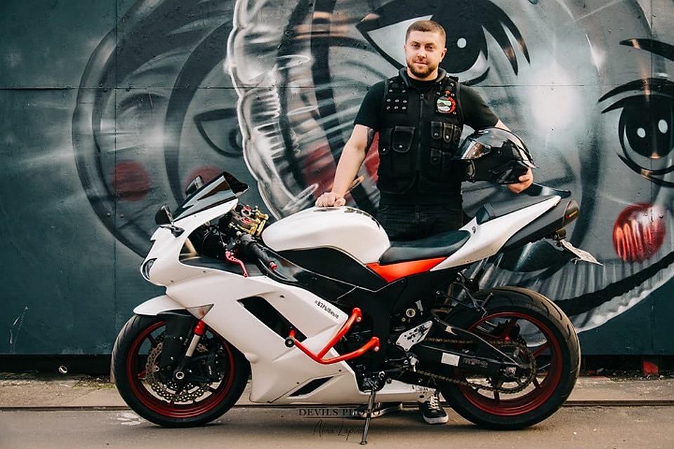 Легковушка буквально снесла 33-летнего мотоциклиста Александра Соколова