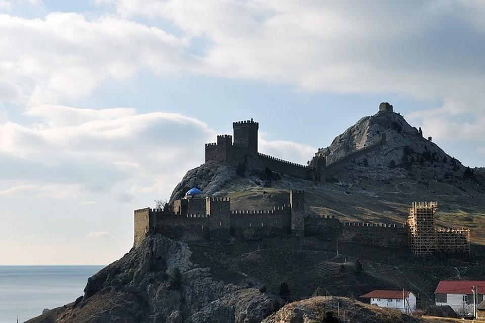 Визитная карточка, как Судака, так и всего Крыма - Генуэзская крепость