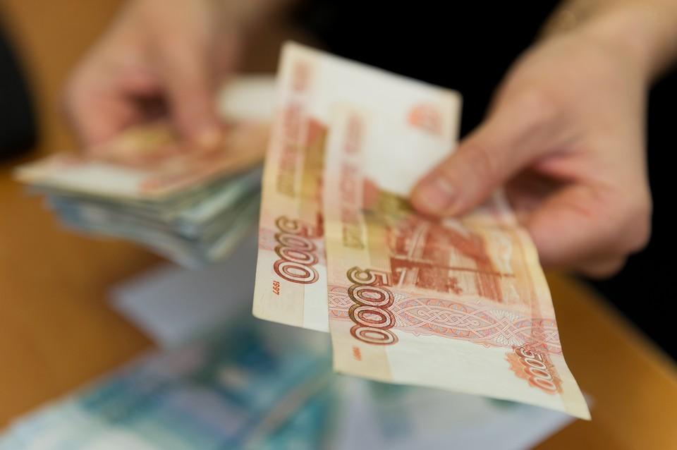 Сотрудницу петербургской полиции подозревают в получении взятки