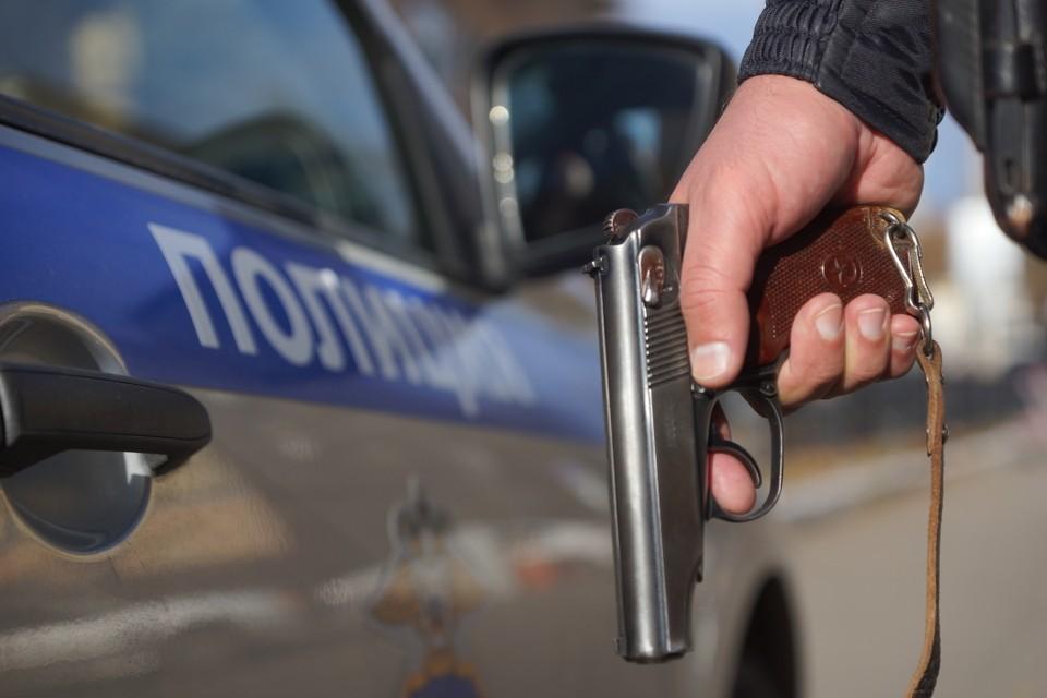 По версии следствия, 53-летний мужчина из ревности застрелил 39-летнюю супругу
