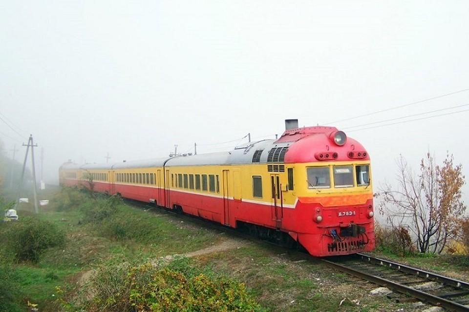 Если бы поезда ездили быстро и были бы комфортными, ими бы обязательно пользовались.