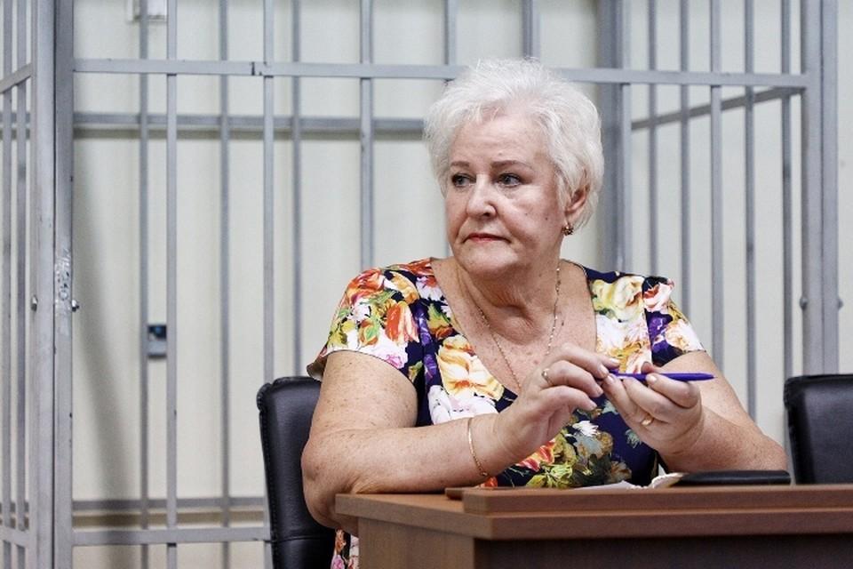 - Как шуршат листы дела – слышу, а голос обвинителя – не очень, - призналась Людмила Осипова.
