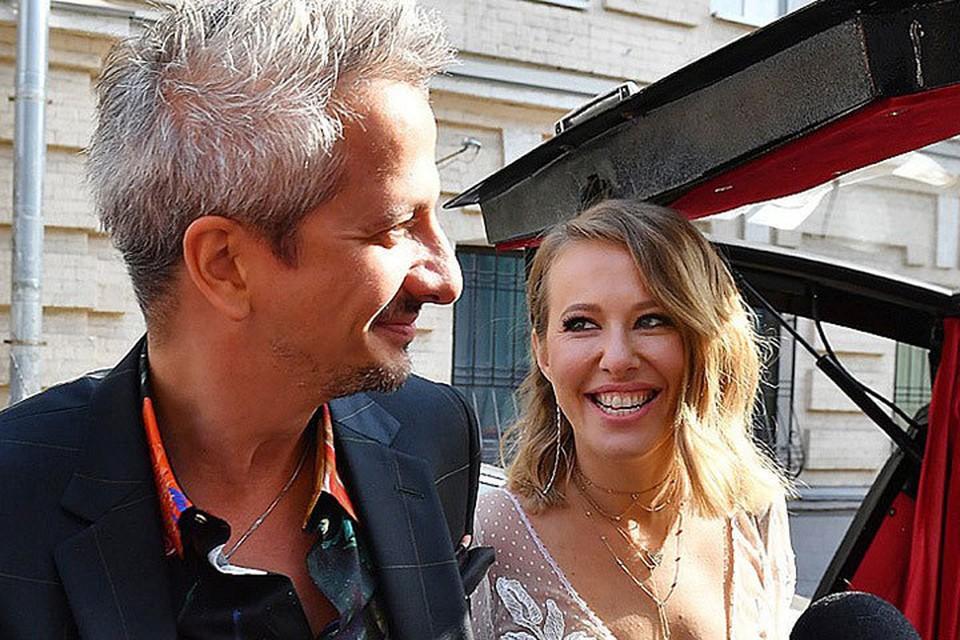 Ксения Собчак и Константин Богомолов превратили свое бракосочетание в эпатажный спектакль.