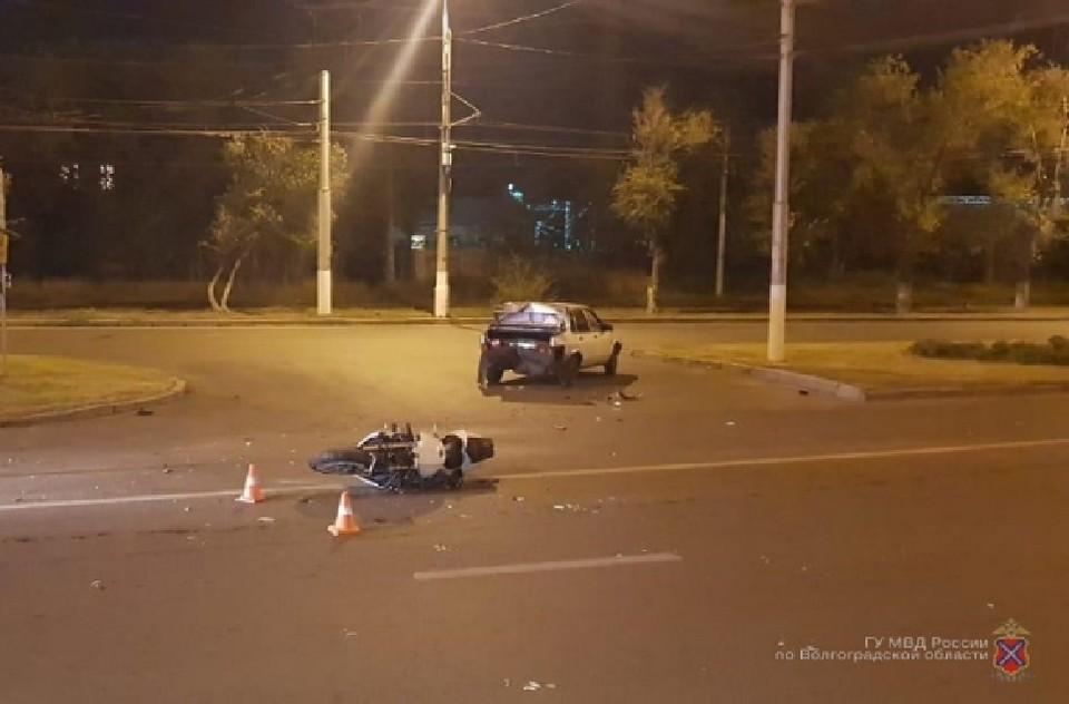 Водитель не уступил дорогу при перестроении и понесся дальше, протаранив на полной скорости мотоцикл «Хонда», который имел преимущество.