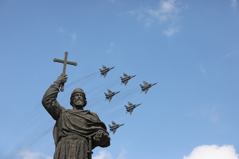 """""""Стрижи"""" пролетели над Ставрополем в день города"""