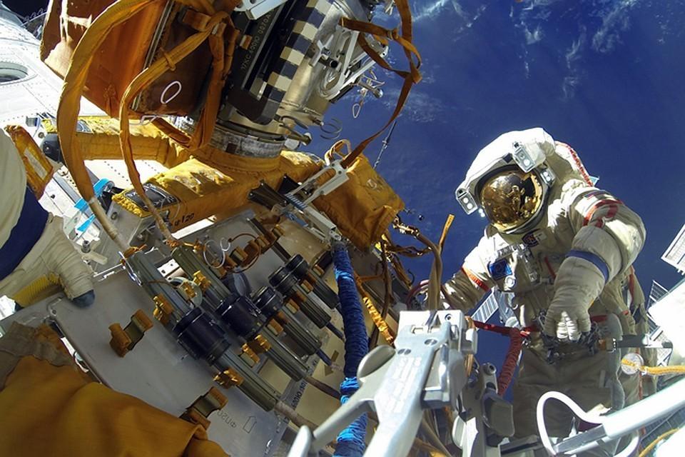 18 августа российские космонавты Александр Скворцов и Олег Артемьев вышли открытый космос. Фото: Олег АРТЕМЬЕВ, Роскосмос