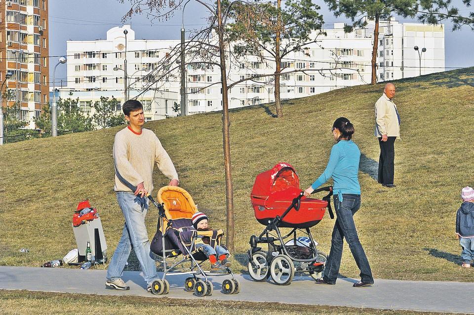 ЭЛН могут получить папа, мама или другой член семьи при необходимости ухода за ребенком в случае его болезни.