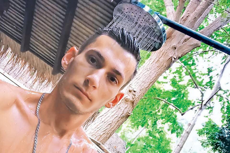 Алан Ибрагимов постоянно отмечался в соцсетях селфи с экзотических курортов... Фото: instagram.com